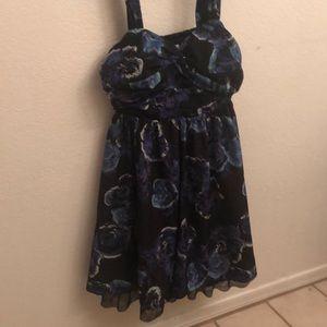 Dresses & Skirts - Floral formal dress